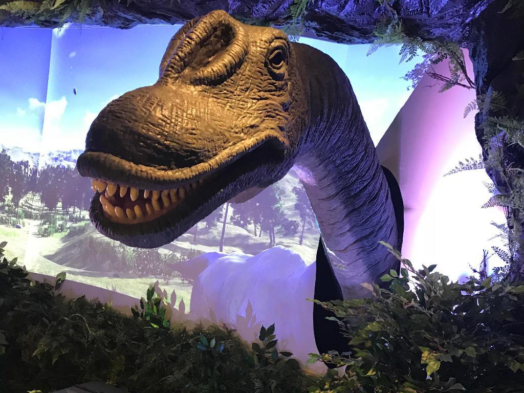 変なホテル東京羽田のロビーの恐竜
